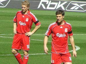 liverpool players wear carlsberg sponsored shirt 2007