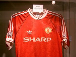 manchester united shirt sponored by sharp worn by ryan giggs