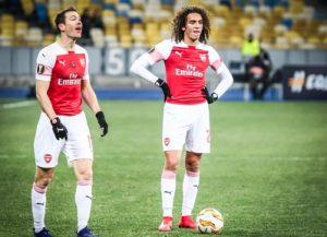 arsenal players prepare to take a free kick